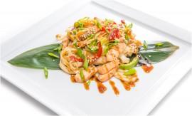 Удон с лососем и овощами