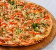 Пицца с куриным филе и ананасом, 600 гр.