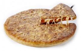 Пицца закрытая колбаски с пеперони, 44 см.