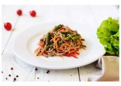 Салат с говядиной и фунчозой