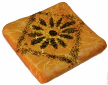 Пирог сдобный с индейкой и маринованными огурчиками